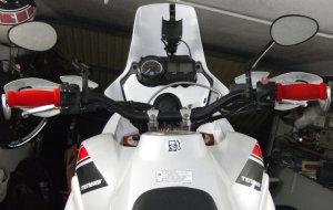 Yamaha XT660Z mit weisser Scheibe aus Fahrersicht