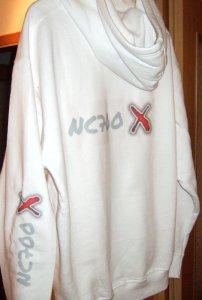 Weisser Kapuzenpullover mit  NC700X Logo