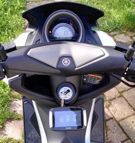 Tomtom Rider 400 an Yamaha NMAX