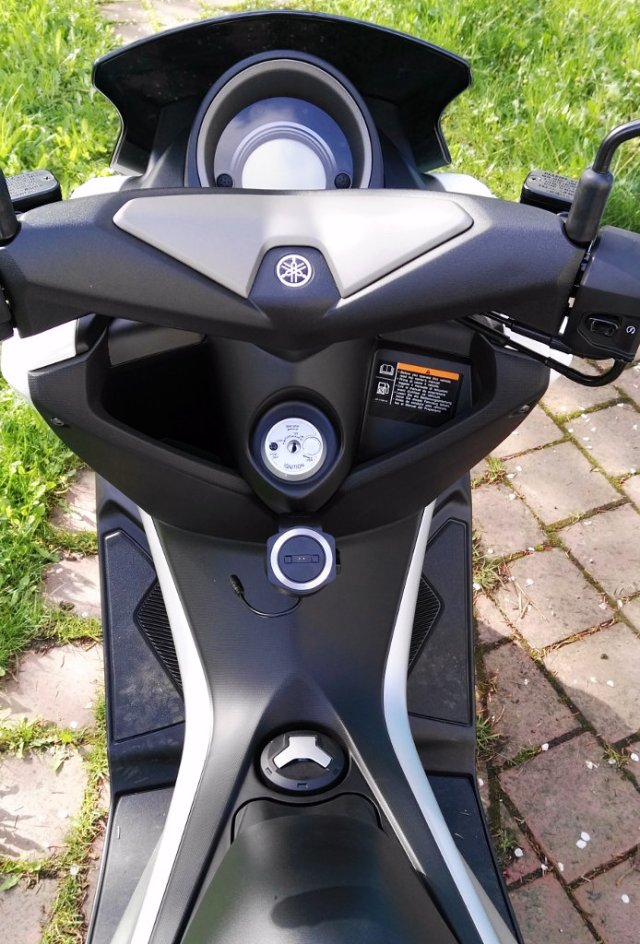 Tomtom Rider 400 Navihalterung an Yamaha NMAX