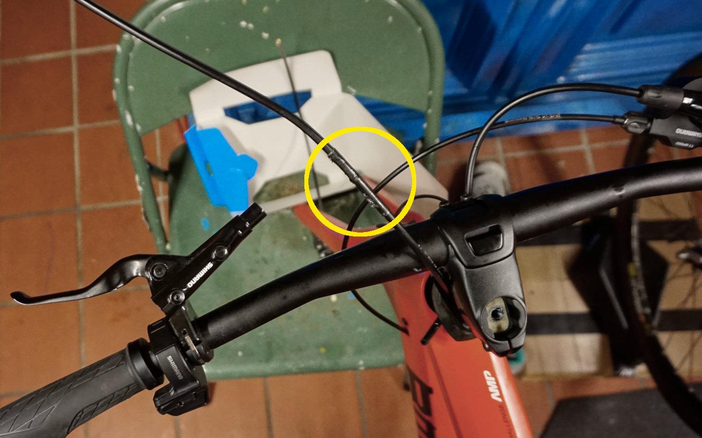 BMC ICS: Durchziehen der vorderen Bremsleitung mittels der alten Leitung