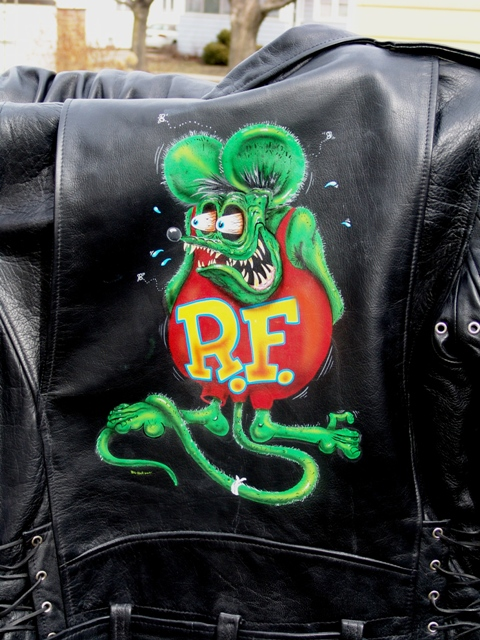 Yes! we can paint on leather.