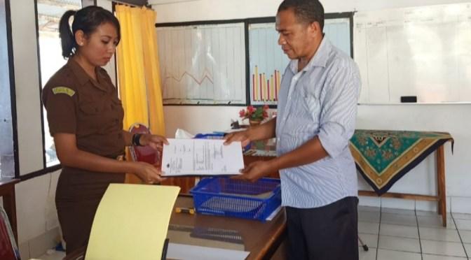 Reskrim Polsek Tasbar Limpahkan Berkas Kasus Kades Nanaet ke Kejari Belu