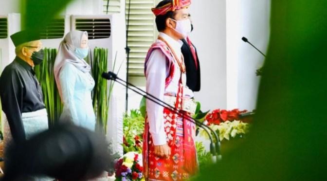 "Tenun Ikat ""Merah Putih TTS"" dari Dekranasda NTT bagi Presiden Jokowi"