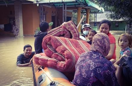 Banjir di Kerawang, 15 Kecamatan Terdampak & 4.184 Jiwa Mengungsi