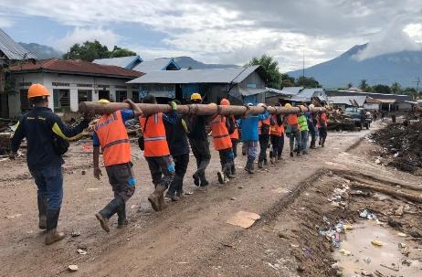 Totalitas Pulihkan Listrik di NTT Pasca-Badai, PLN Didukung Penuh TNI Polri