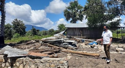Pantau Lokasi Pasca–Banjir Tasain, Pj Bupati Belu: Rumah Hanyut Bangun Baru
