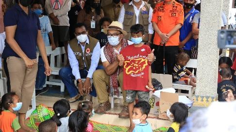 Ke Kamp Pengungsian di Kota Kupang, Ridwan Kamil Bantu 1 Miliar Rupiah