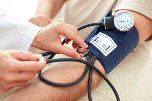 Prendre sa pression,hypertension artérielle est un facteur de risque des maladies cardiovasculaires