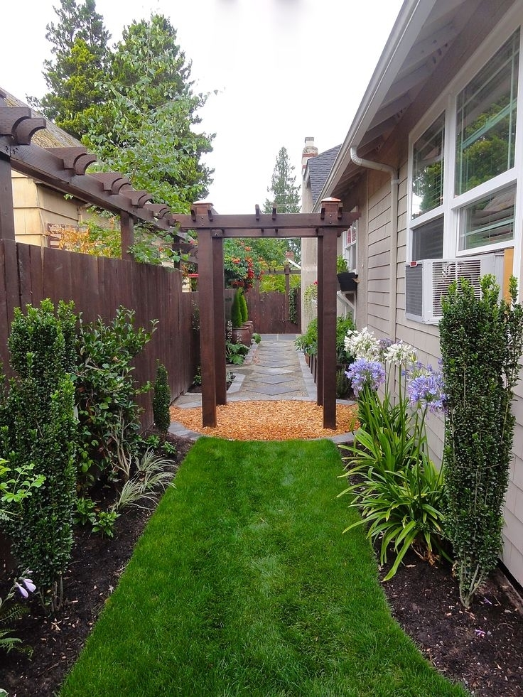 Landscaping Ideas For Narrow Side Yard - Garden Design on Narrow Backyard Landscaping Ideas  id=37743