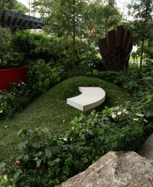 'Surge' by Candeo Design was a true 360 degree garden which also featured a 'floating' seat