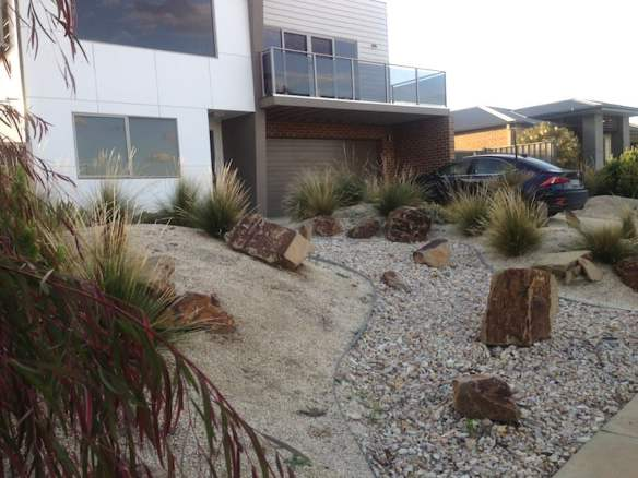 Front garden beach house Torquay. Design Phillip Withers