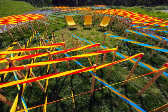LINE GARDEN by Jamrozik and Brantford Ontario Canada and Bale Switzerland Photo Louise Tanguay via v2com