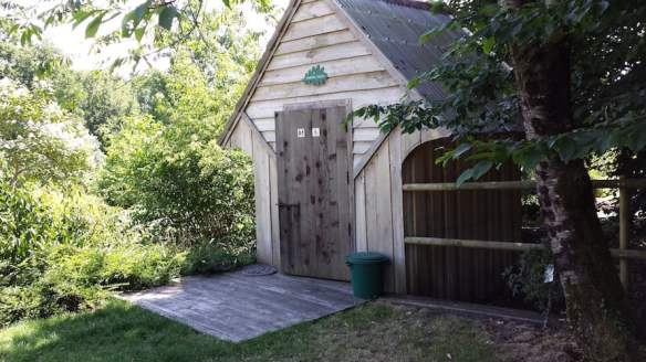 A very non-smelly, comfortable, composting toilet that works a treat!