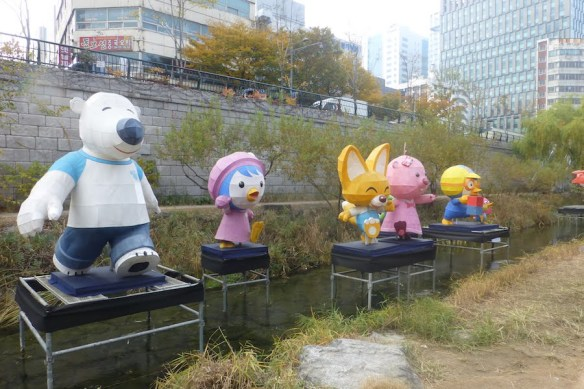 Cheonggyecheon Stream temporary sculptures