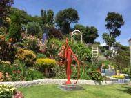 Giants House garden in colourful bloom_800x600