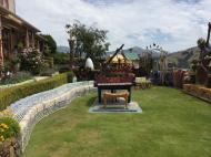 Giants House lawn with mosaic piano_800x600