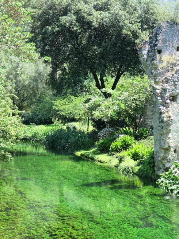 Crystal clear stream at Ninfa. Photo Raymond Rousset