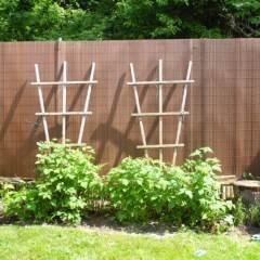 Cañizo-PVC-media-caña-chocolate-separación-ocultación-decoración-valla-jardín-hogar