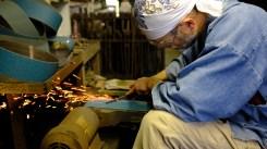Blacksmithing making knives traditional knife making in Japan (3)