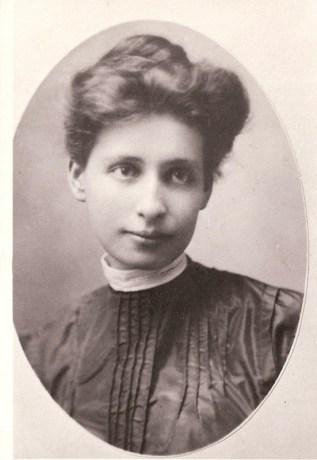 Elsie Bertha Schalk, born Dec 24, 1887, married Dec 25, 1906, died Oct 2, 1966 Courtesy Robin Robinson. See post.
