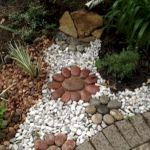 40 Beautiful Front Yard Rock Garden Landscaping Ideas (22)