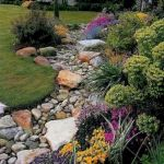 40 Beautiful Front Yard Rock Garden Landscaping Ideas (23)