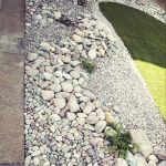 40 Beautiful Front Yard Rock Garden Landscaping Ideas (25)