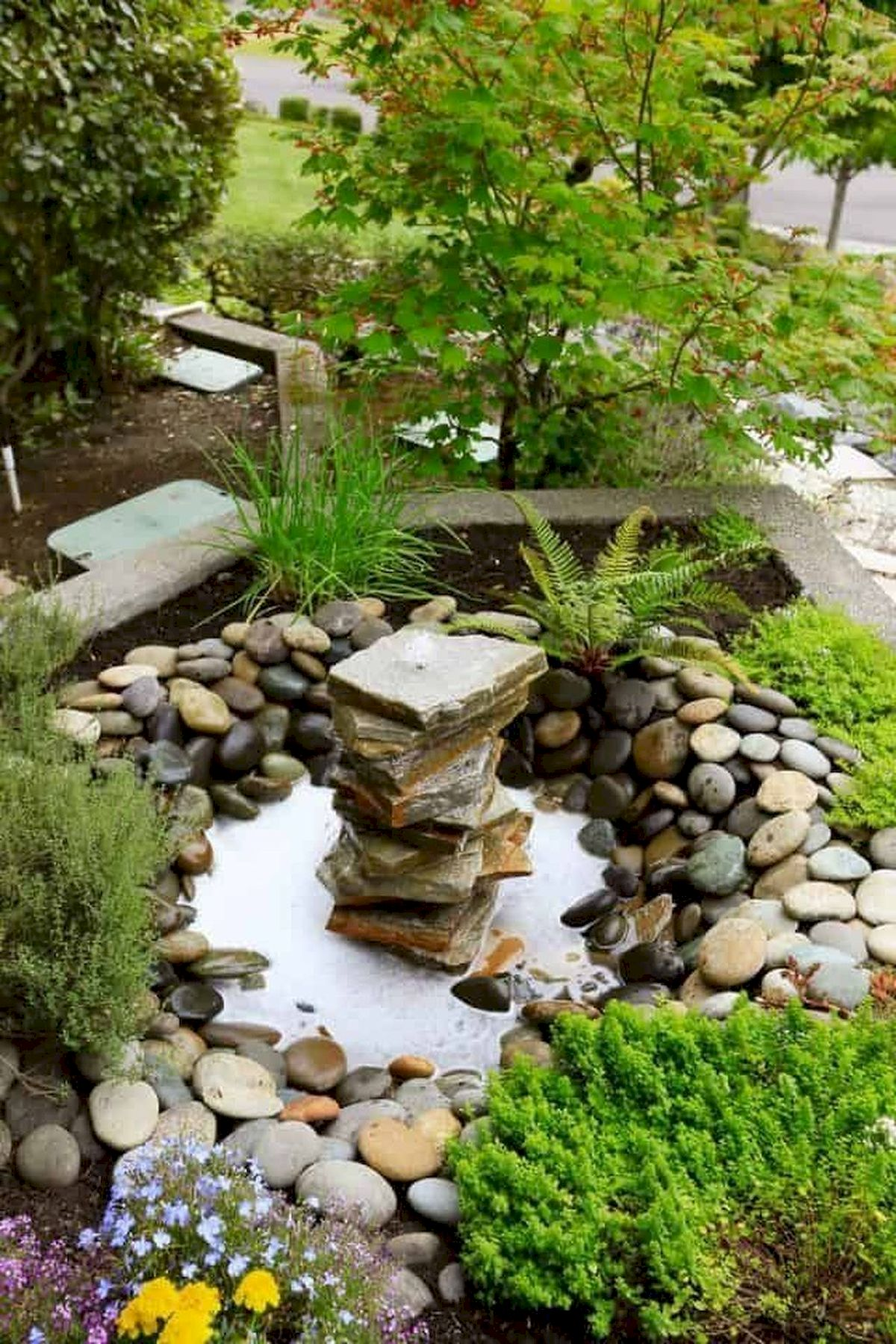 40 Beautiful Front Yard Rock Garden Landscaping Ideas (3)