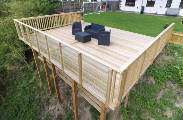 Nice decking ideas for sloping garden