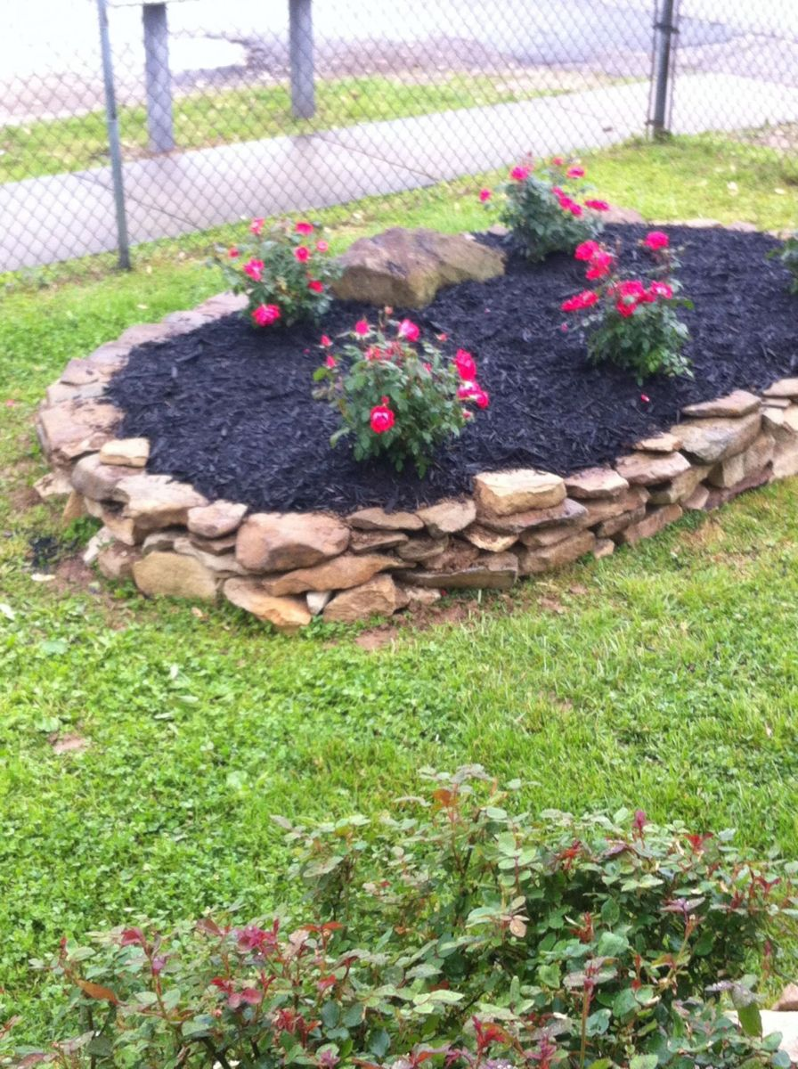Gorgeous  flower bed ideas with rocks