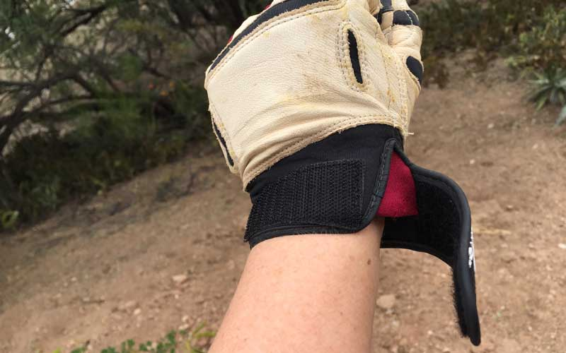wrist closure on Bionic ReliefGrip garden gloves