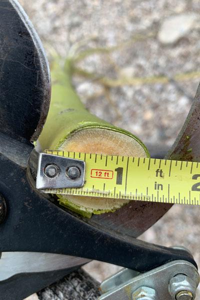 Corona Long Reach Pruner cutting maximum diameter