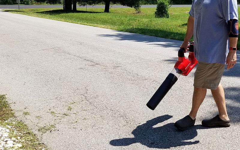 Craftsman-60V-Blower-pavement-8