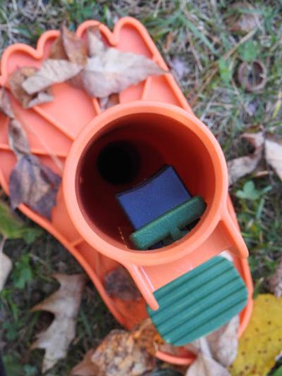 ez-leaf-stomper-handle-holder