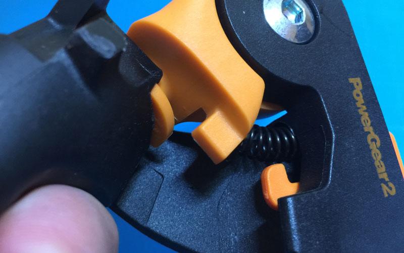 Fiskars-PowerGear2-no-rubber-bumpers
