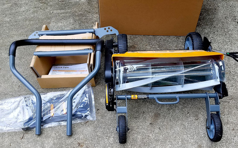 Fiskars Reel Mower 4 Taking the materials out of the box