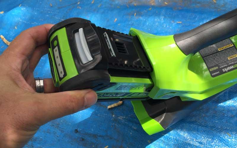 Greenworks-40V-Cordless-Blower-inserting-battery-pack