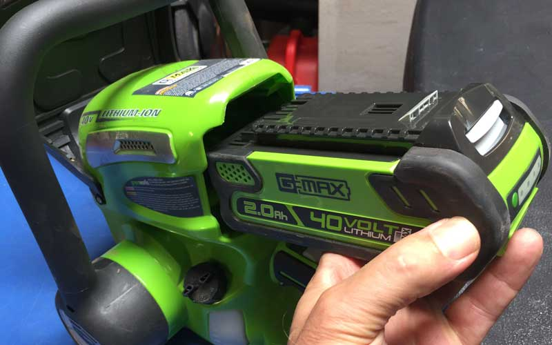 Greenworks Chainsaw Battery Insertion