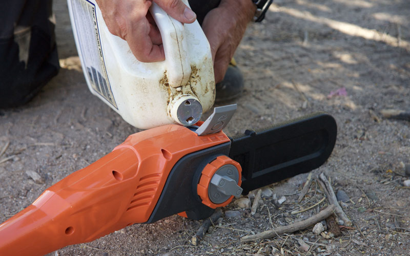 Redback Chain Pole Saw filling with oil