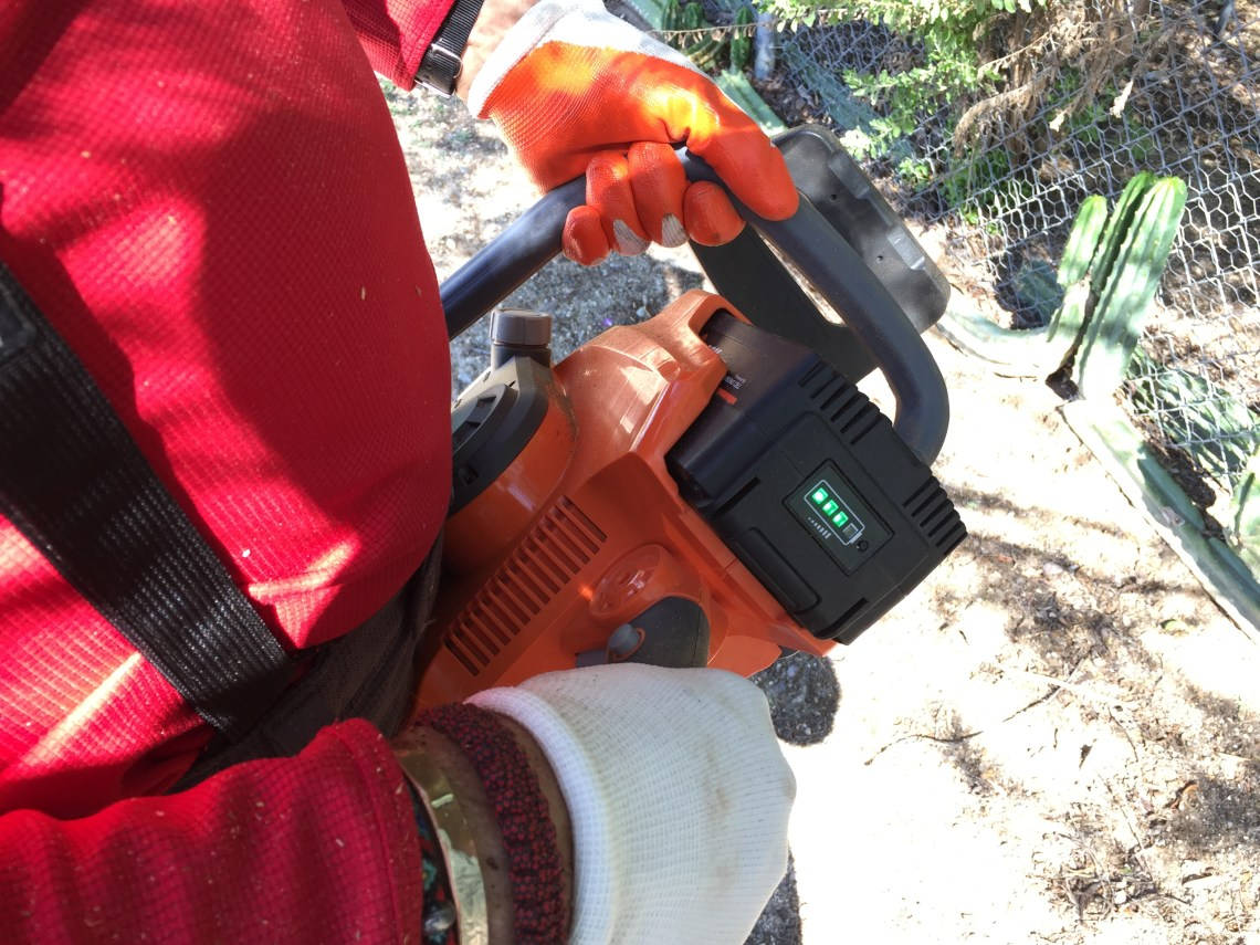 Redback Chainsaw battery light indicator