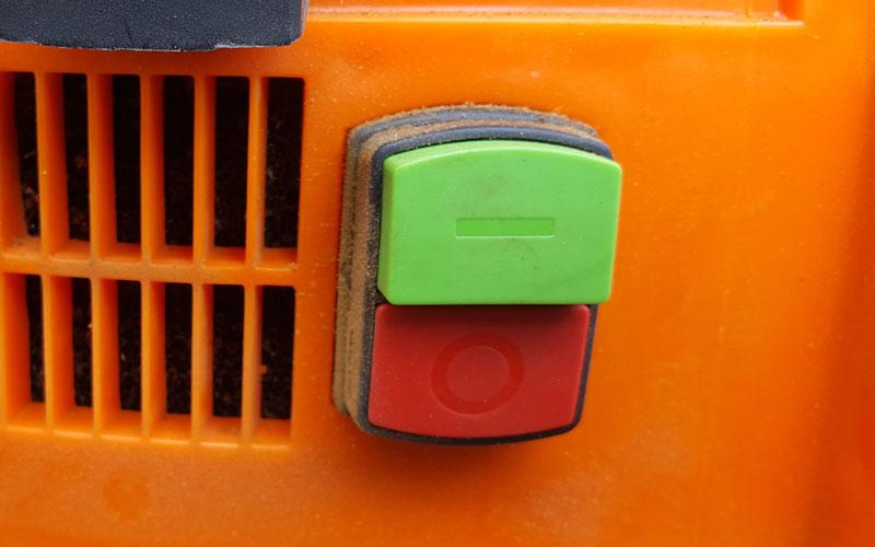 Yard-Force-Leaf-Shredder-on-off-button-10