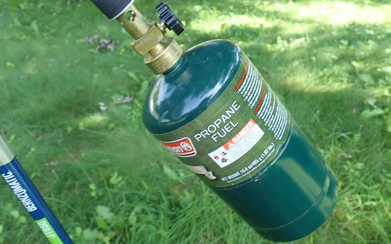photo-4-Propane-cylinder-hand-tightened