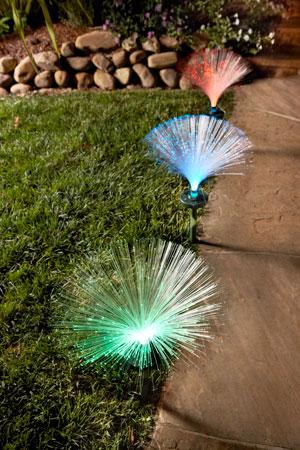 Solar-powered fiber optic light provides night-time color