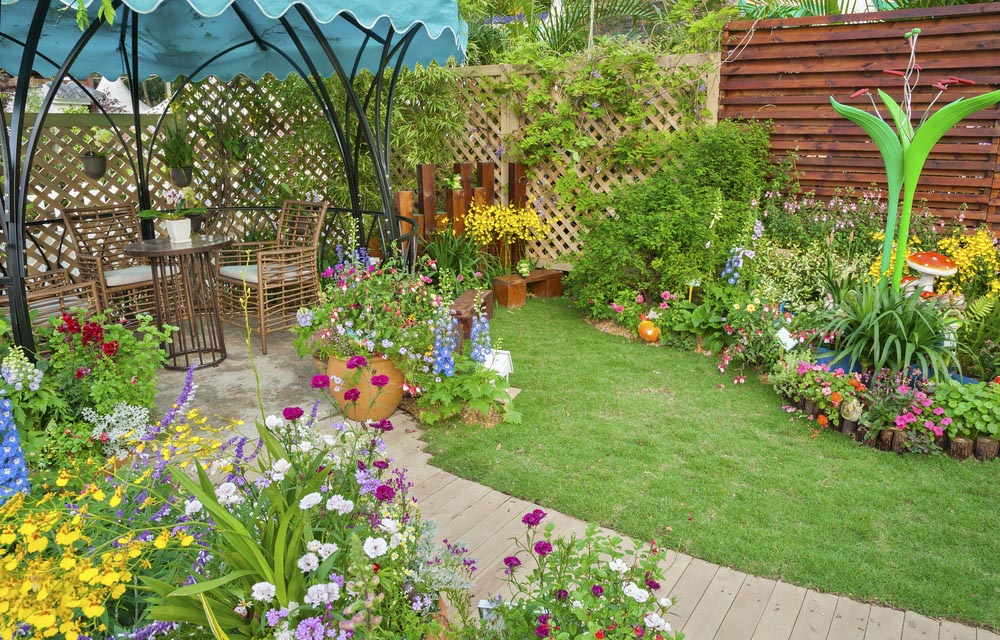 23 Super Cool Backyard Garden Ideas on Cool Backyard Decorations id=13502