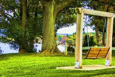 Lawn Swing In Your Front Yard To Enjoy The View