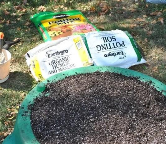 How to Make Potting Soil For your Garden