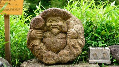 Hotel Chinzanso Tokyo Statue of the god Daikokuten