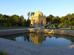 Uzbekistan, Bukhara - Ismail Samanis Mausoleum garden