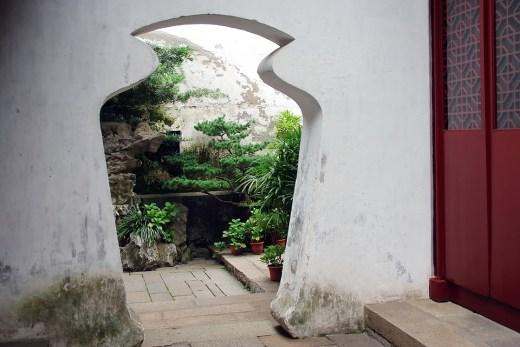 Doorway in Suzhou, China Photo Dezalb